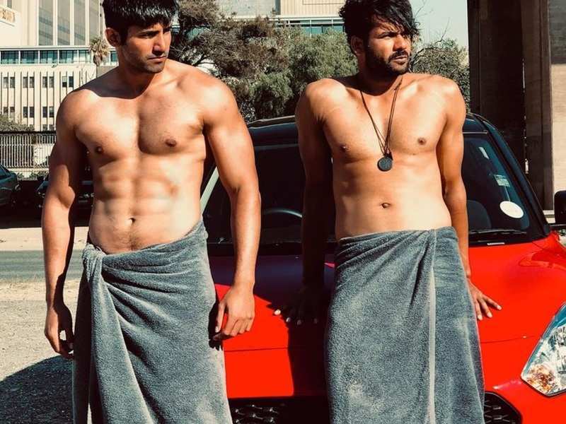 Khatron Ke Khiladi 11: Varun Sood and Vishal Aditya Singh's towel photo makes fans call them 'most wanted munde'