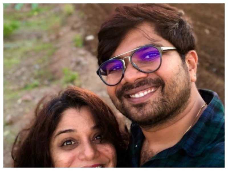 Hemant Dhome's latest selfie with wife Kshitee Jog is all things adorable!