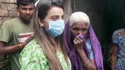 Bhojpuri actress Akshara Singh meets elderly woman living in toilet in Nalanda