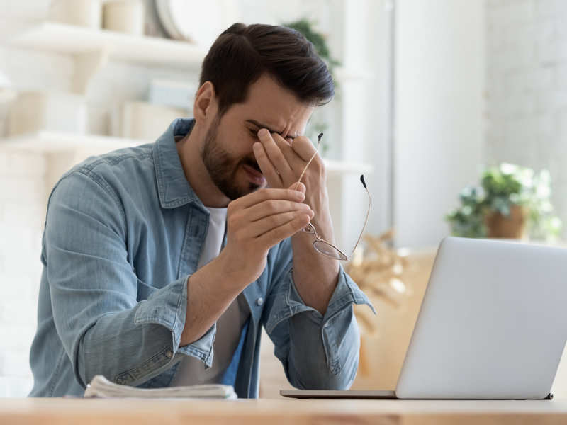Do you have digital eye strain? Here is how you can combat it