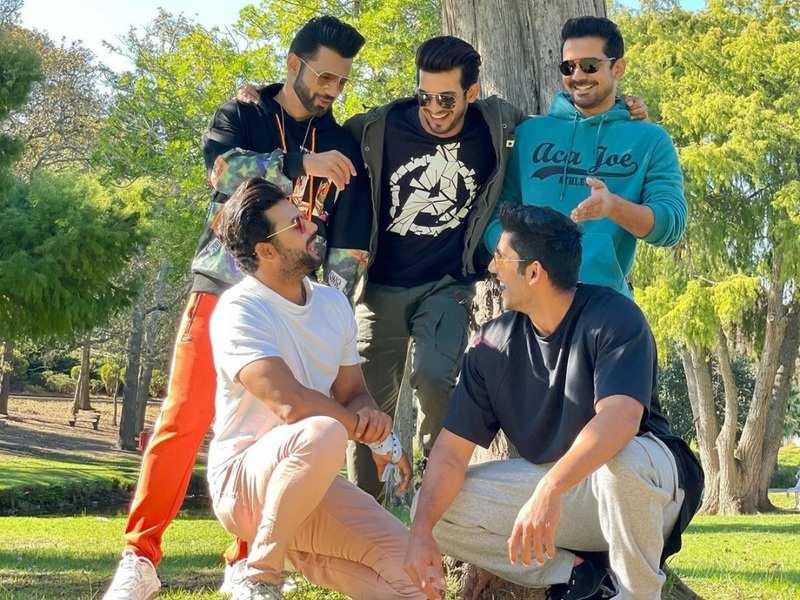 Arjun Bijlani shares a happy photo of Khatron Ke Khiladi 11 boys Rahul Vaidya, Abhinav Shukla and others; reminisces their journey
