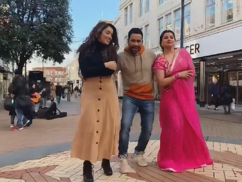 Aamrapali Dubey shares a BTS video with co-stars Dinesh Lal Yadav and Madhu Sharma from the sets of  'Dulha Hindustani'