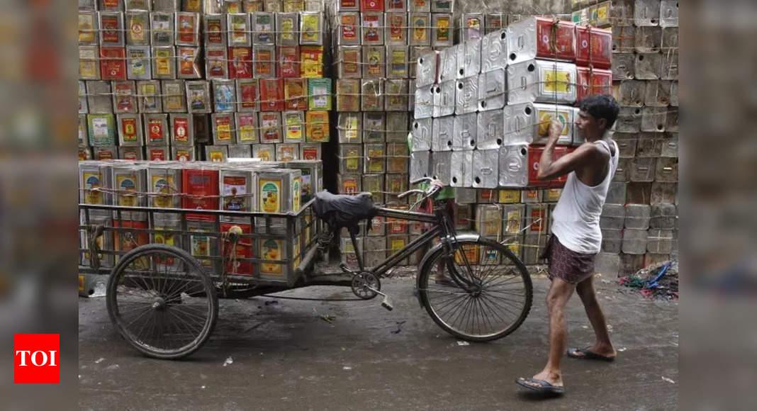 Govt slashes tariff value for edible oil import thumbnail