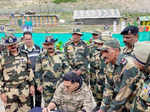 These pictures of Akshay Kumar spending time with BSF personnel you simply can't miss!