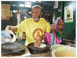 Baba ka Dhaba owner Kanta Prasad attempts suicide, admitted in Safdarjung hospital