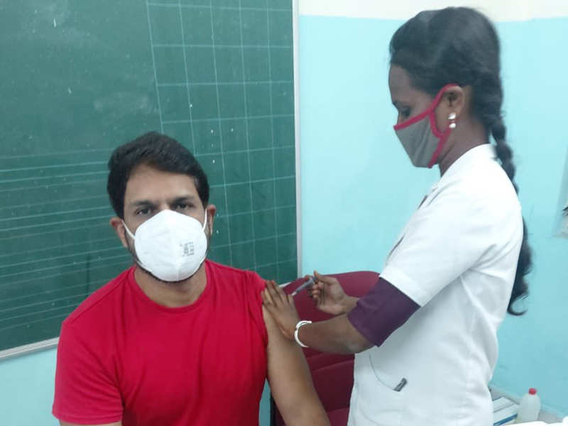 Shaam gets vaccinated against COVID-19