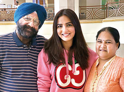 Jasmin gifts her parents a house in Mumbai