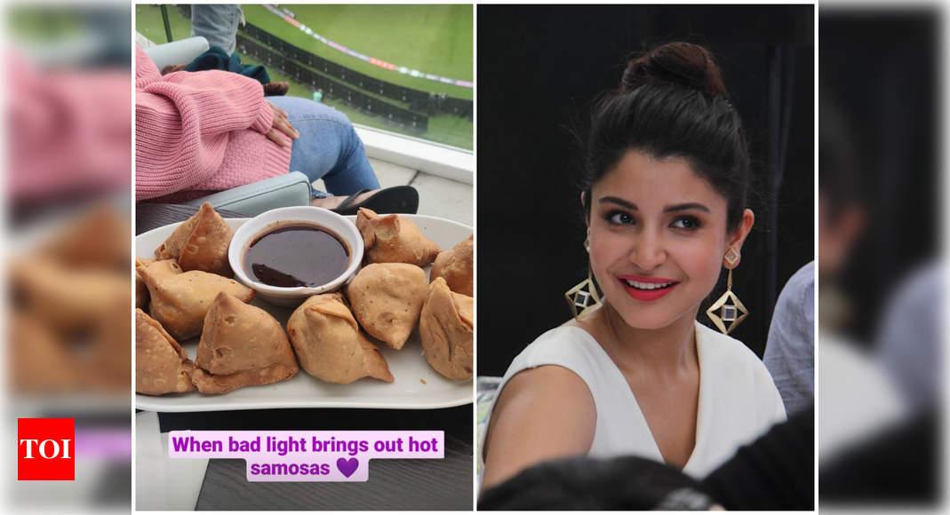 Anushka relishes a plate of hot samosas