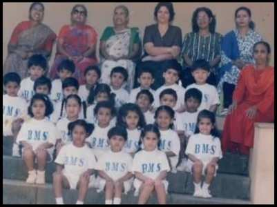 Sara shares an unseen pic from her school days
