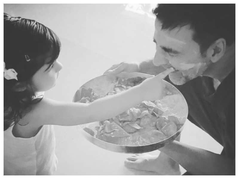 Twinkle Khanna shares a beautiful picture of Akshay Kumar and daughter Nitara on the occasion of Father's Day