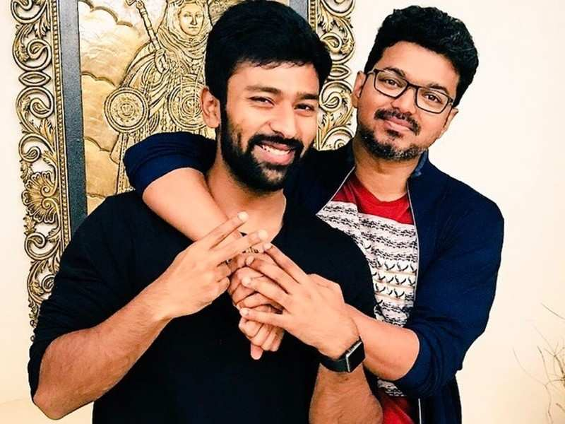 Exclusive! When Vijay trolled Shanthanu on the sets of 'Master'