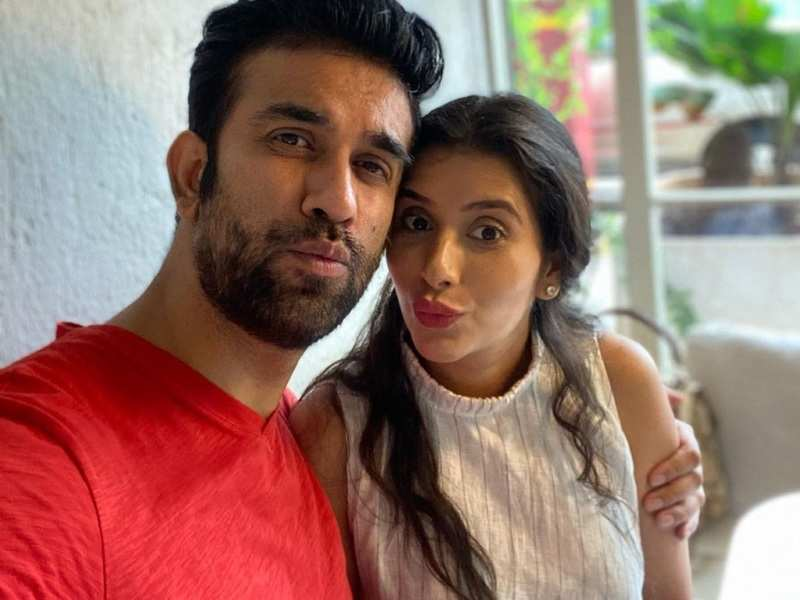 Mommy-to-be Charu Asopa reunites with husband Rajeev Sen in Mumbai; the actor calls it a 'beautiful Monday'
