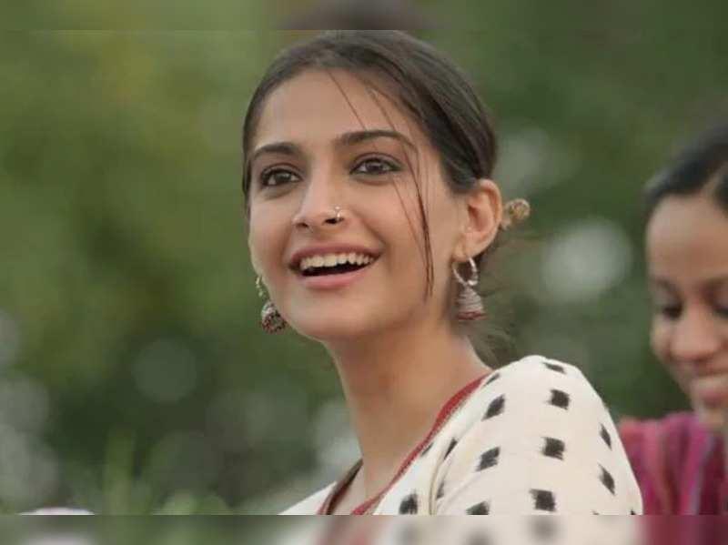 #8yearsofRaanjhanaa: Revisiting Sonam Kapoor's conflicted screen character Zoya
