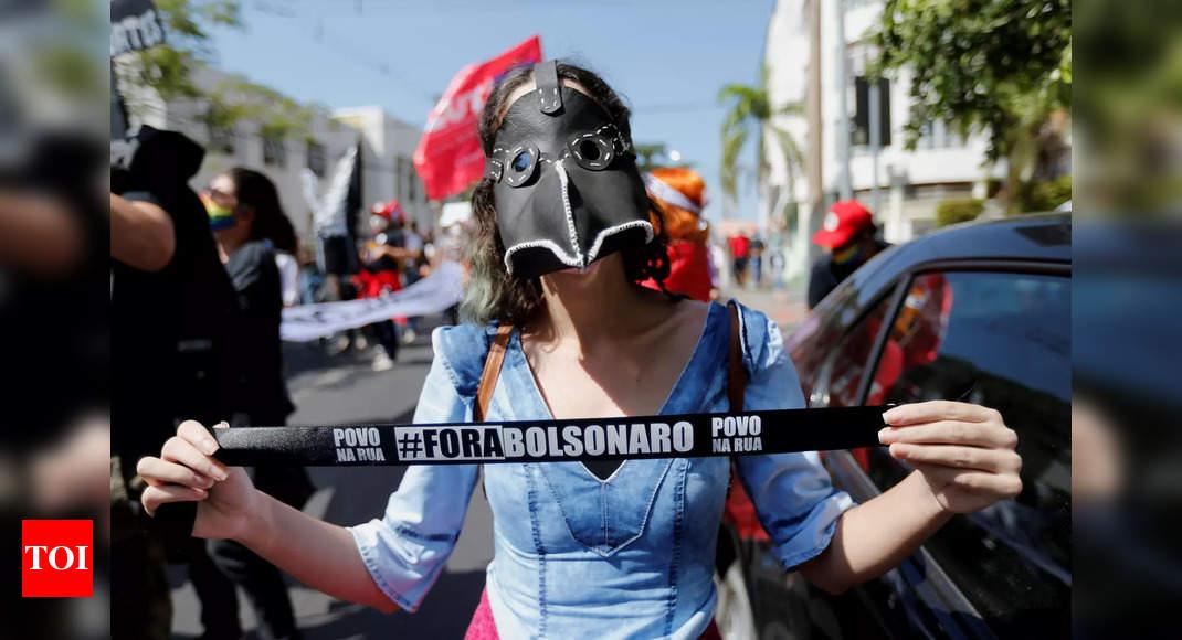 Bolsonaro lashes out at Brazilian press thumbnail