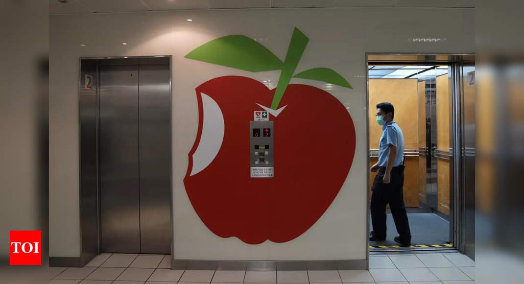HK police arrest Apple Daily columnist under security law
