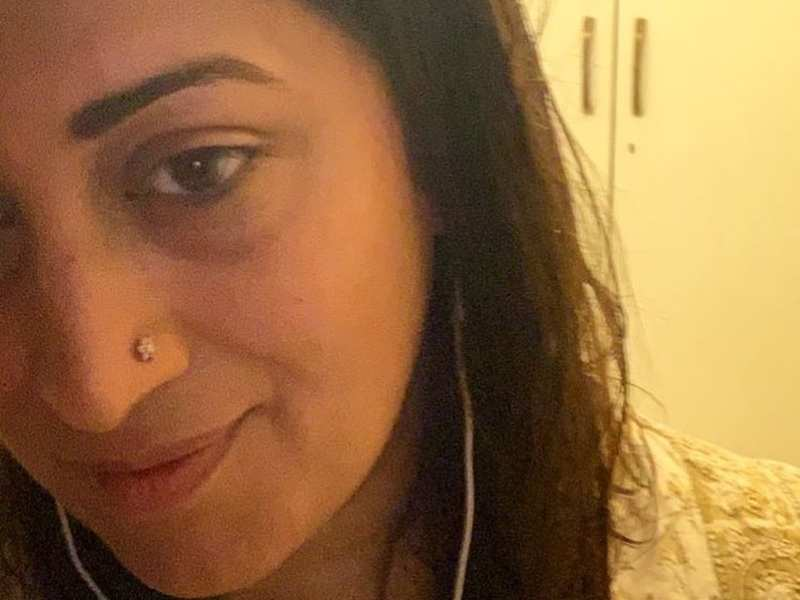 Smriti Irani posts a selfie after long; good friend Ekta Kapoor calls her 'thin' and drops fire emojis