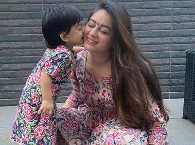 Mahhi shares video of Tara kissing her pic