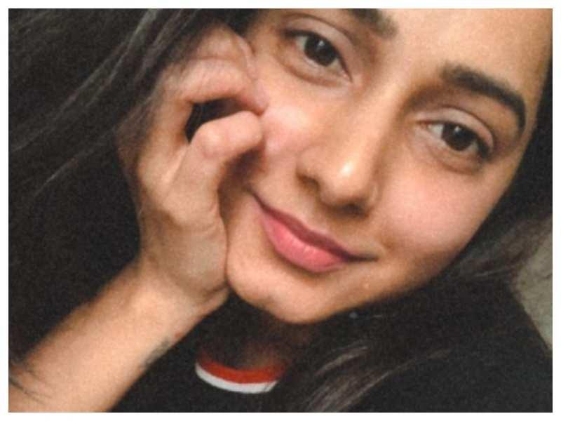 Gauri Nalawade's latest no-makeup selfie will drive away your mid-week blues!