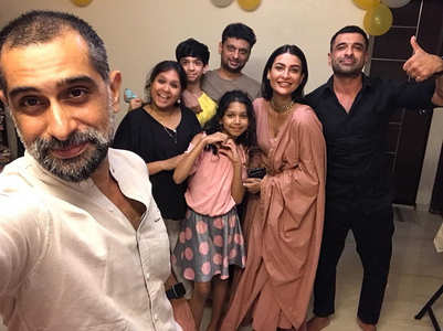 Pavitra poses with beau Eijaz' family for pics