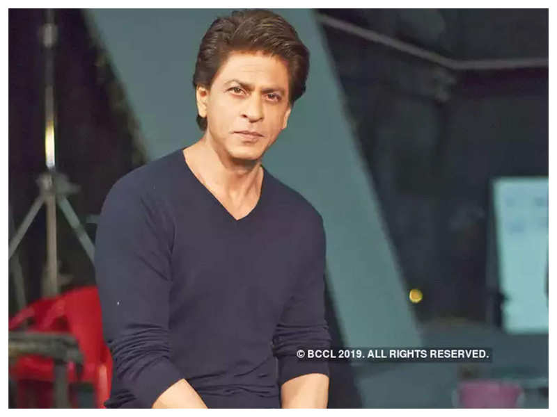 Fan asks Shah Rukh Khan to do a dance number while they wait for his films to release