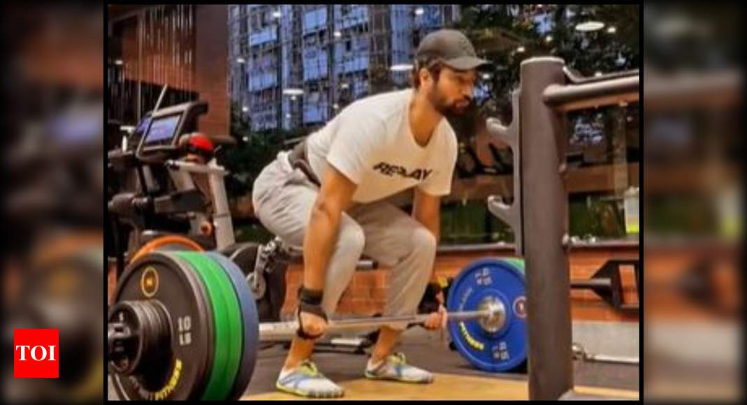 Watch: Vicky Kaushal hits 'new personal best' with deadlift after slow post-covid recovery;  Tiger Shroff says 'What a lift brother' |  Hindi movie news