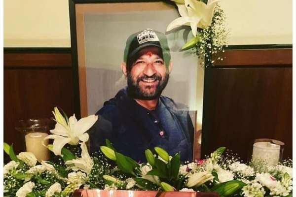 Mandira, Mouni pay tribute to Raj Kaushal