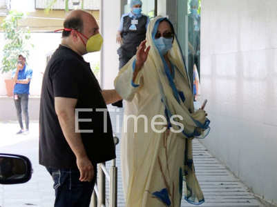 Watch: Saira visits Dilip Kumar in hospital