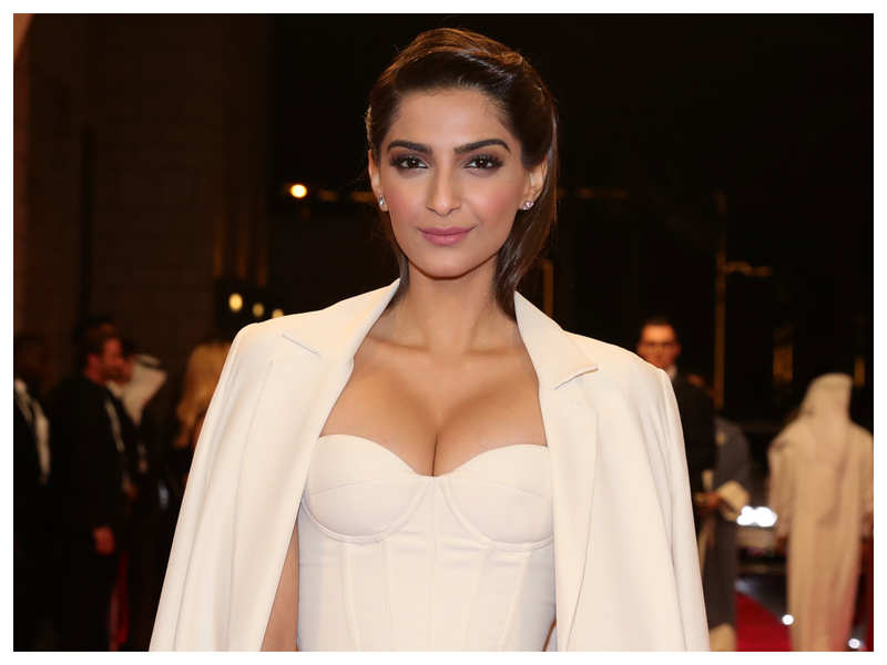 """Sonam Kapoor opens up about pay disparity in Bollywood, calls it """"ridiculous"""""""