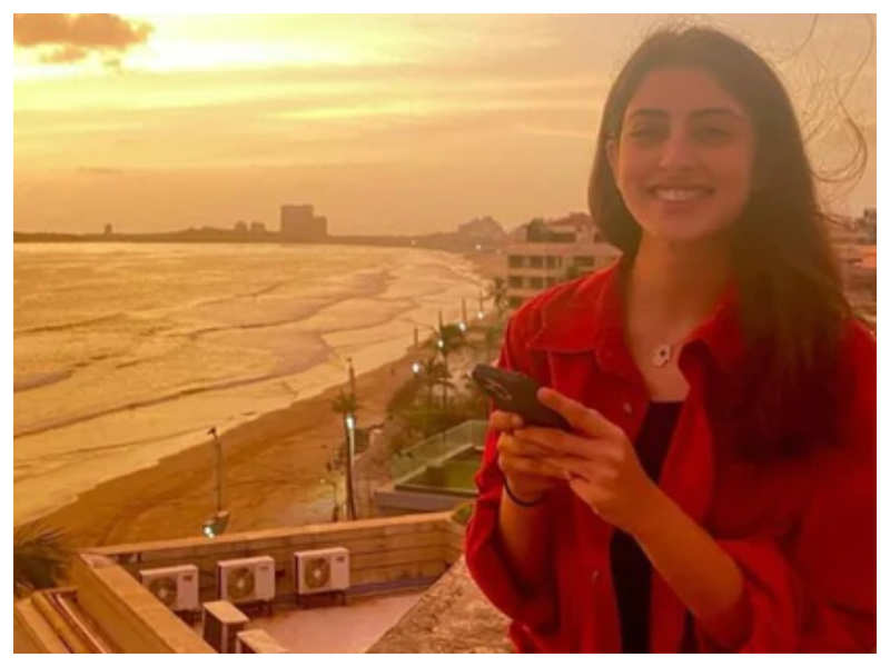 Navya Naveli Nanda enjoys a golden sunset from a terrace and it is all things beautiful