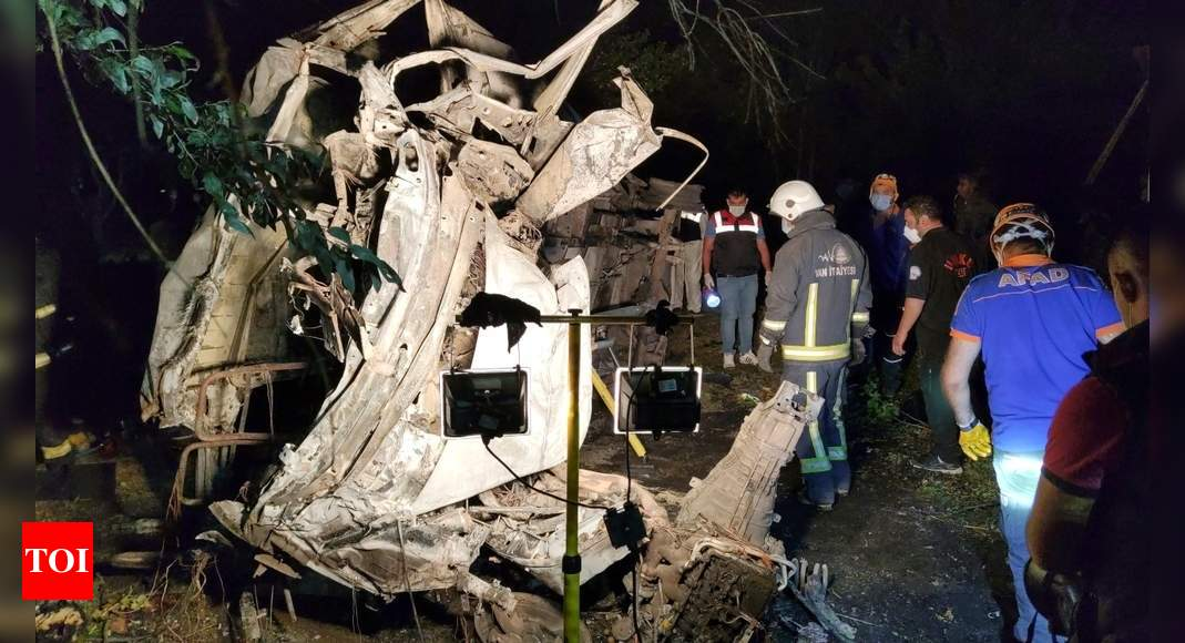 Turkey bus crash kills 12 people: Reports thumbnail