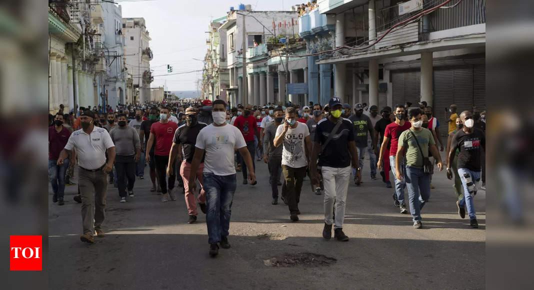 Rare anti-government protests erupt in Cuba thumbnail