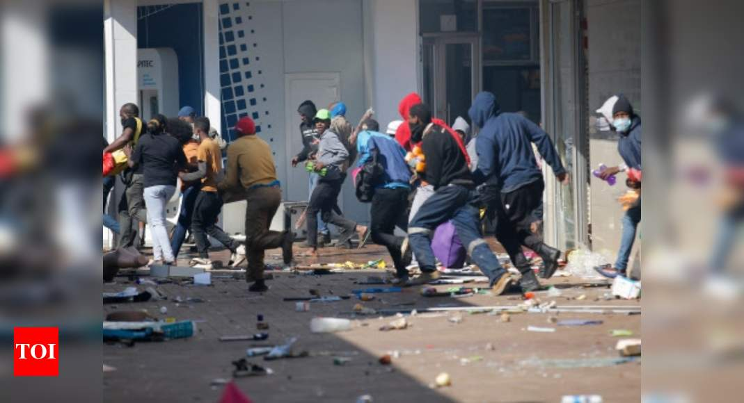 6 killed, 219 arrested in South Africa riots over jailing of ex-leader Zuma thumbnail