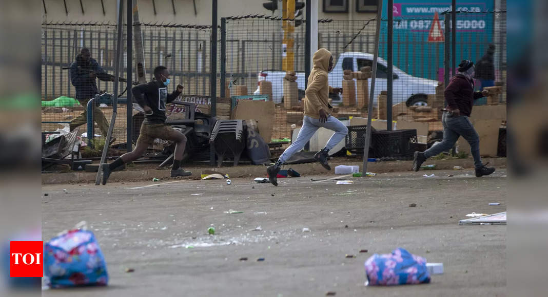 South Africa violence: Death toll climbs to 72 thumbnail