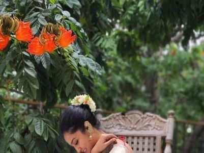 Sandalwood divas don floral print with grace
