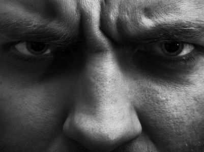 7 ways to calm down a man when he is angry
