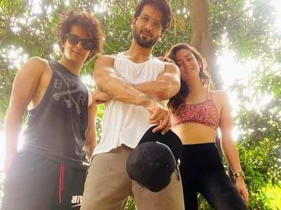 Mira enjoys family time with Shahid, Neelima