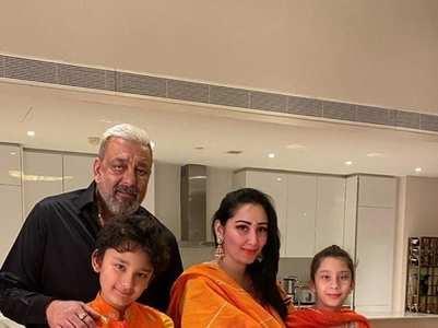 Adorable pics of Sanjay, Maanayata & their kids