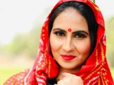 Top 10 Desi looks of Sonu Charan