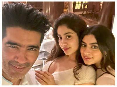 Manish Malhotra's selfie with Janhvi-Khushi