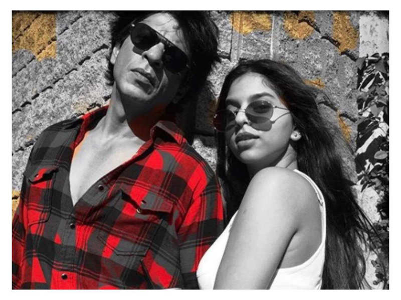 Shah Rukh Khan comments on Suhana Khan's Cindy Crawford post and their social media banter is unmissable