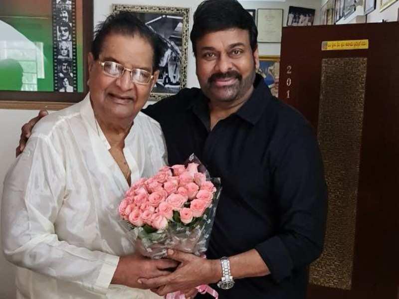 Chiranjeevi pays a visit to Kaikala Satyanarayana on his 86th birthday