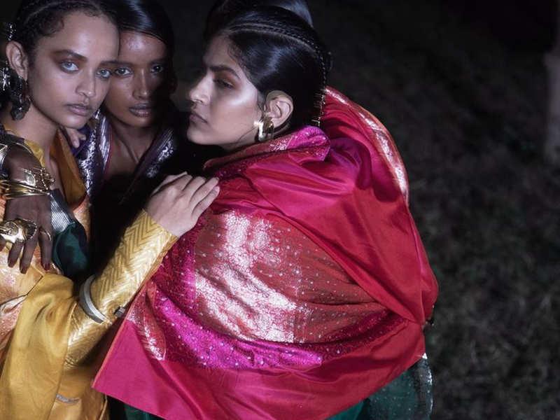 QR code to tell the identity of genuine Banarasi sari