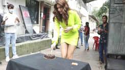 Watch how Kriti Sanon celebrated her birthday with media