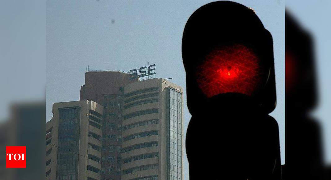 Sensex drops over 250 pts in early trade; Nifty slips below 15,700