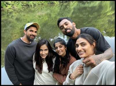 Athiya-KL Rahul's first picture from London