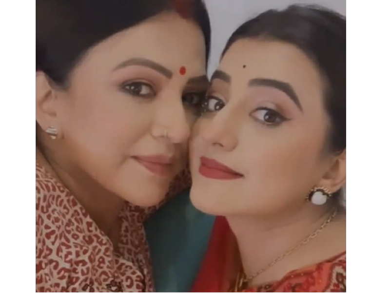 Akshara Singh shares an adorable video with mother Neelam Singh