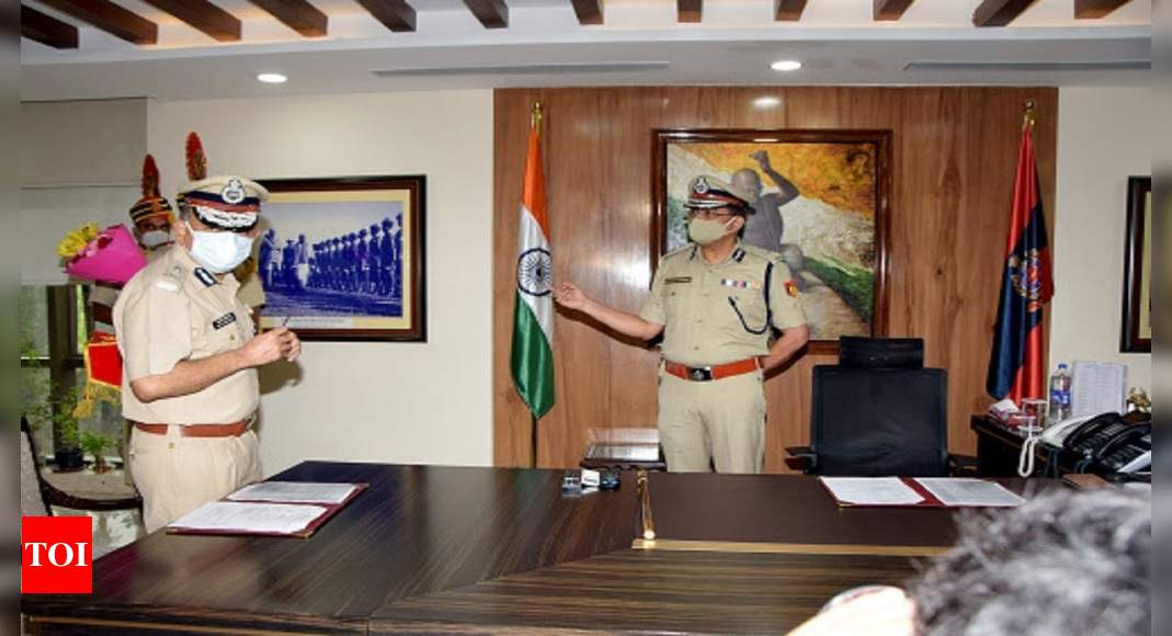 Rakesh Asthana News: Gujarat-cadre IPS officer Rakesh Asthana takes charges as Delhi Police commissioner | Delhi News – Times of India