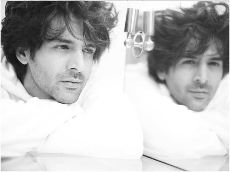 Kartik Aaryan's monochrome picture goes viral with fans