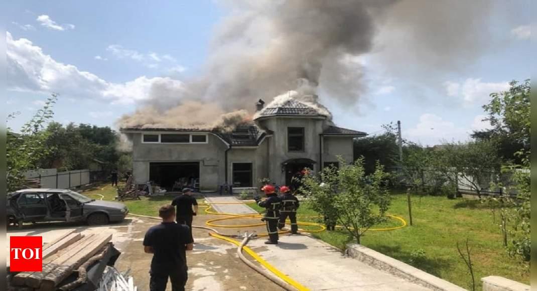 Plane crashes into house in western Ukraine, 4 dead