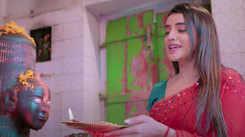 Akshara Singh's Bhojpuri Kawar Geet 'Gaura Rani Ki Naukrani Kabhi Haar Nahi Sakti' is an instant hit!